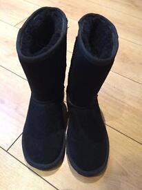 Black Pawz suede boots