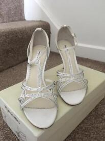 Benjamin Adams silk Zeta shoes, size 39/6