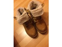 Fold down fleece Timberland Boots Size 6