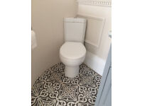 Corner toilet with soft closing seat 33mm wide