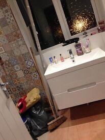 White delux bathroom floating sink unit