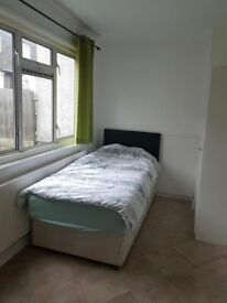 A SINGLE ROOM TO RENT IN BRUCE GROOVE