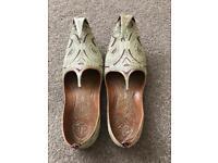 Men's Asian shoes