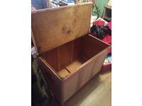 Bedding/linen ottoman/chest