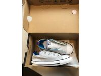 Converse unisex light grey size 10 youth, like brand new as you can tell by pictures .