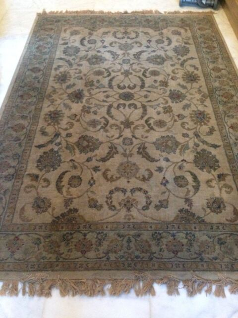 Q Identical Traditional Style Rugs