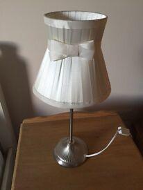 Cream Bow bedside Lamp
