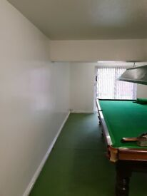 Full size snooker table and light €400 ono