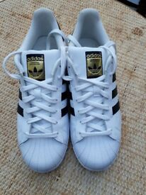 Adidas Superstars UK10 originals white/black