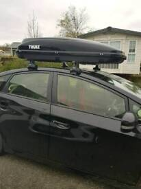 Thule roof bars and box