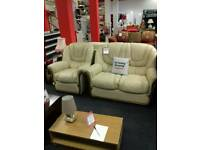 Lovely cream leather suite in good condition.