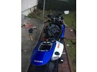 Gsxr 600 k7 breaking full bike