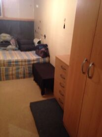 LARGE BOX ROOM IN A HOUSE WITH GARDEN NEAR TO EAST HAM.CONTRACT,BILLS,CLEAN,MAINTENANCE INCLUSIVE
