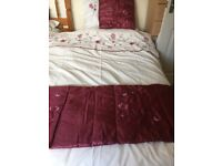 2 Sets of Single bed size Duvet bedding in cream and red