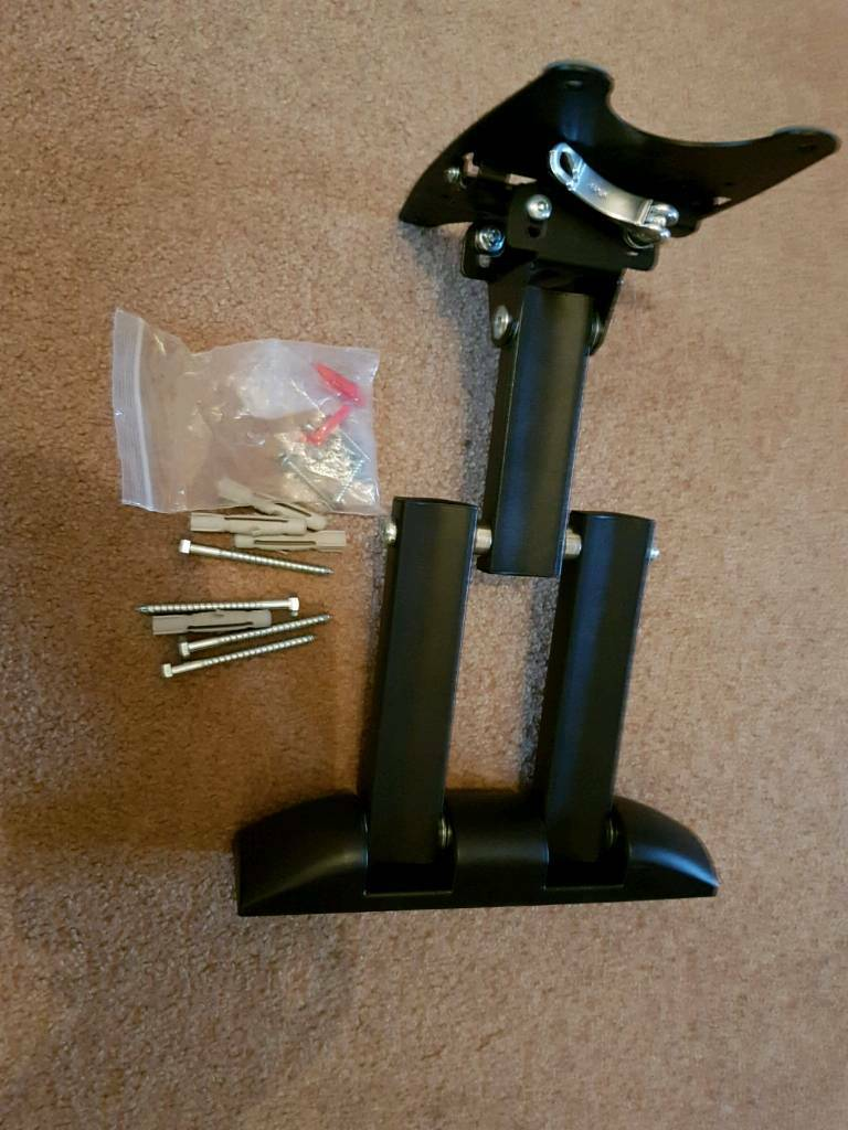 Invision fully adjustable pivot and tillt TV wall bracket. For up to 32 inch tv's