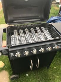 Gas Barbecue Grill With 4 Burners and 1 Side Burner