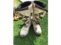 Novogar White Trials Boots