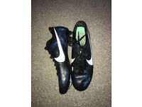 Men's cr7 football boots size 9.5