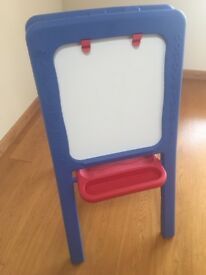 Plastic Childrens Easel (Whote/Chalk Board)