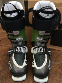 Atomic Ski Boots - Waymaker Carbon 110 Size 25.0/25.5 (Size 8) (STILL AVAILABLE)