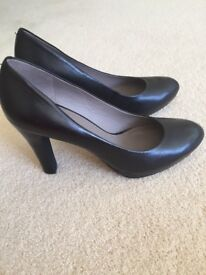 Geox Size 6 Black Shoes