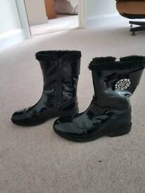 Girls Lilli Kelly black patent boots with diamonte flower size 35/2.5