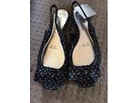 Size 6 peep toe shoes