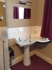 A LARGE DOUBLE ROOM TO LET ILFORD IG1 3AL