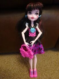 As New Monster High Draculaura doll with outfit and Accessories £4 ideal gift