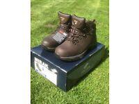 Mir Text walking boots