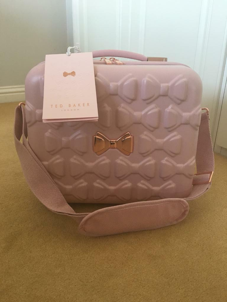 e2075000fff83c Ted Baker Luggage Brand New Pink vanity case