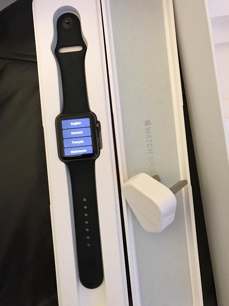Apple watch 42mm space greyin Tilehurst, BerkshireGumtree - Apple Watch 42mm Space Grey. Comes With Extra Straps And A Screen Protector. Also Has 1 Year, 2 Months Left On The 2 Year Guarantee