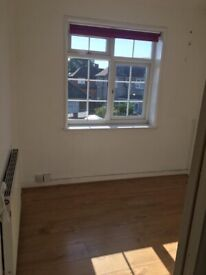 A SMALL ROOM IS AVAILABLE TO LET NEAR CHADWELL HEATH STATION