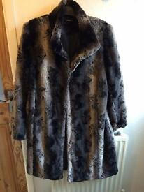 Stunning faux fur coat size 14/16 new!
