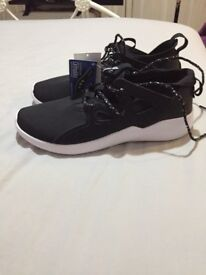 Reebok women's running shoes brand new