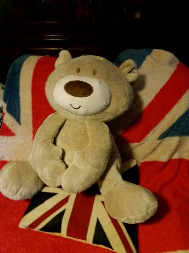 BIG CUDDLY TEDDY BEAR