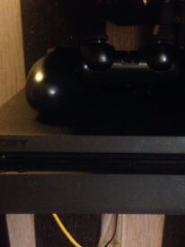 Ps4 with 3 games, all accessories and 1 contriller