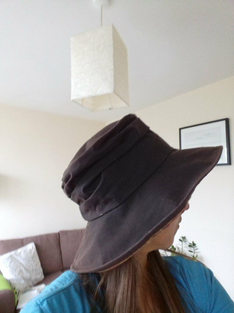 A ladies' Barbour wide-brimmed wax hat, in very good condition, size L