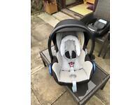 Maxi-cosi car seat and car base