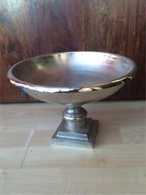 Beautiful Silver Metal Display/Cake Stand
