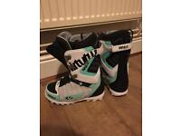 Thirty two women's size 8 Snowboard boots