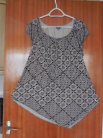 Beige and black patterned top - size 20