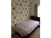 4 Bed House to let in Northampton. Fully furnished. Newly refurbished GSH. suit family/professional