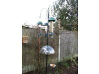 Bird Feeding station with 4 arms and mesh dish