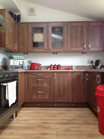Extra large room with ensuite shower room £595pcm incl all bills available to couples