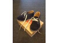 Clarks Suede Desert Boots – UK kids size 6.5, fit G