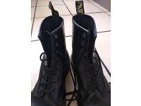 b44f7c56dd28 Dr Martens Original Size 11 Black