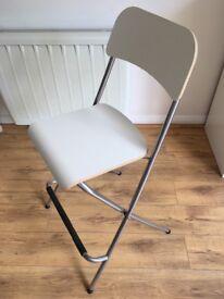 White chair / bar stool