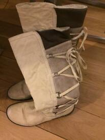 Ladies boots size 40