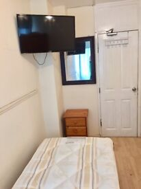 SINGLE ROOM AVAILABLE NOW IN ROEHAMPTON 115£PW INCLUDING ALL THE BILLS